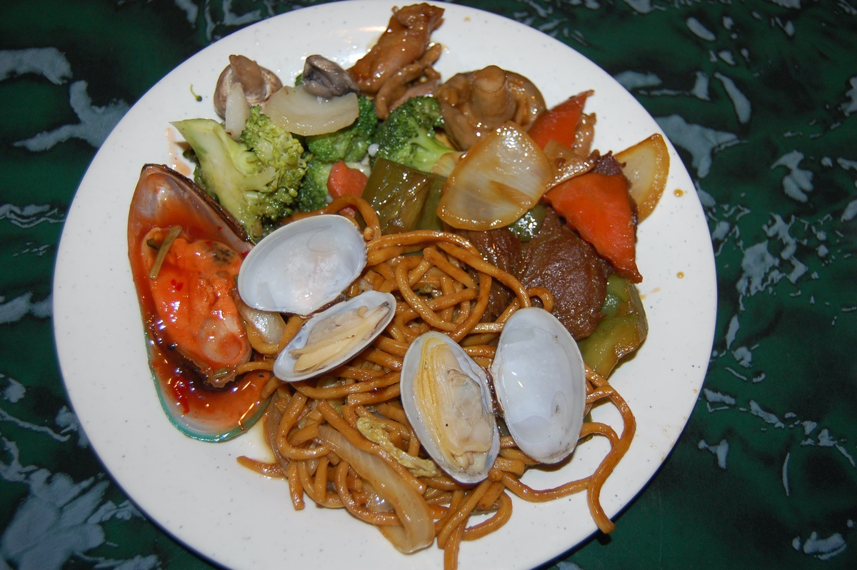 A plentiful Chinese buffet delights senses (and fills bellies) at ...