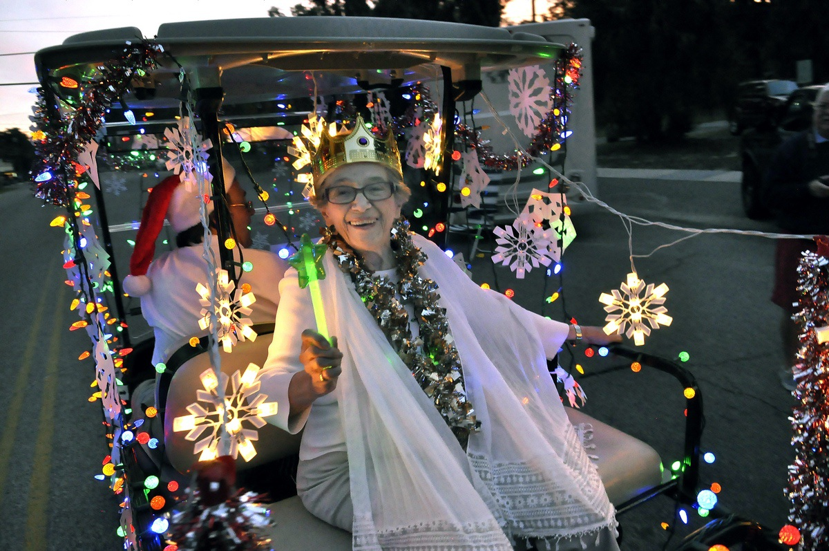 santa arrives by golf cart in port royal - Golf Cart Christmas Decorations