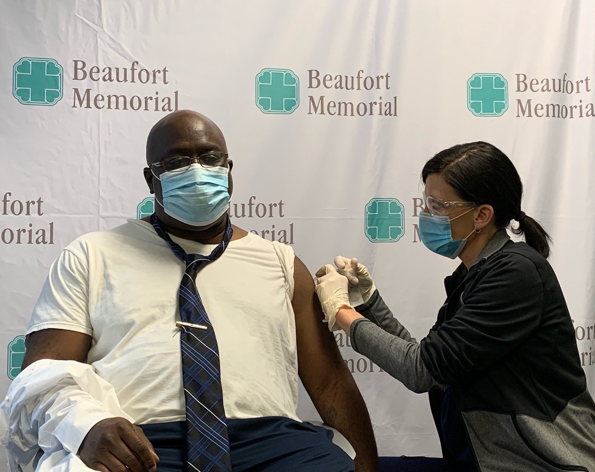 Beaufort Memorial's Director of Safety and Security Doug Rodin receives the COVID-19 vaccination given by Nurse Practitioner Jaime Cuff. Photo by Mindy Lucas